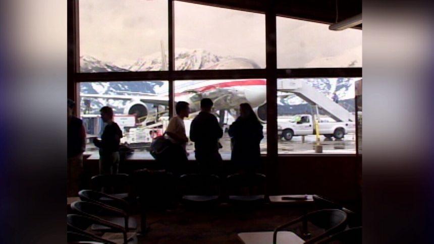 Jackson-Hole-airport-jpg_3576106_ver1.0